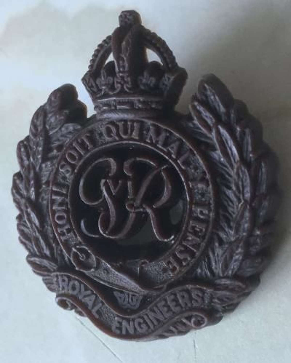 WW2 Royal Engineers Plastic Economy Cap Badge