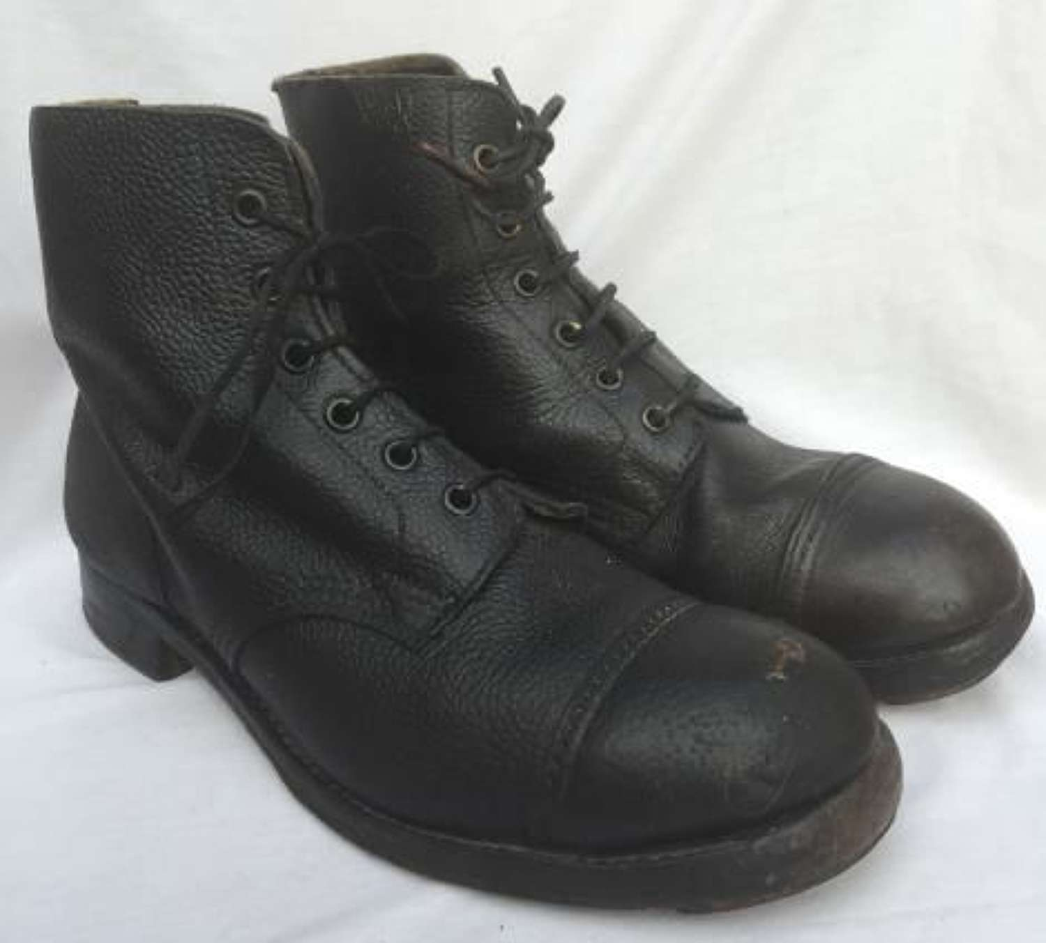 British Army Black Hobnailed 'Ammo' boots size 6