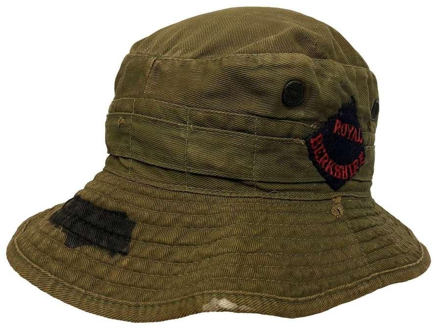 Original 1945 Dated British Army Jungle Service Hat - Size 7 1/4